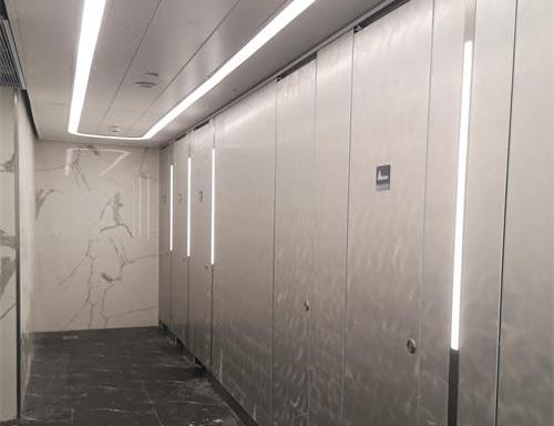 广州白云机场隔断卫生间工程完工