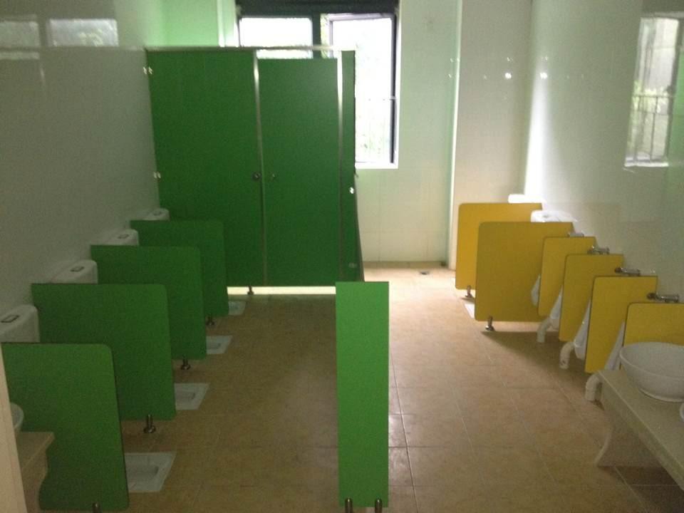 浅绿色卫生间地板墙砖效果图