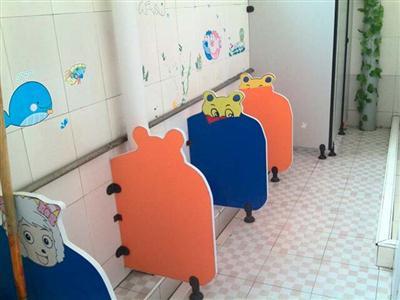 简约儿童卫生间隔板