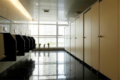 车站洗手间隔断防潮